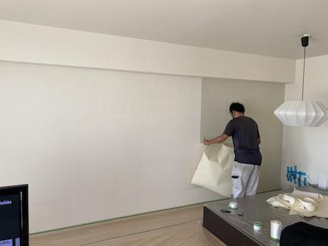 壁紙剥がし作業