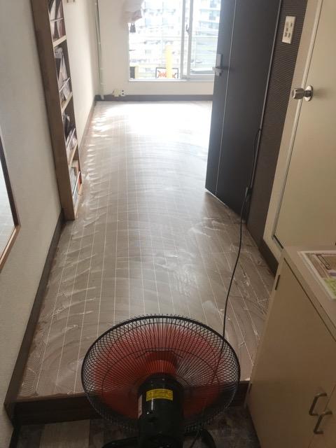 福岡 ネイルサロン 床貼り工事